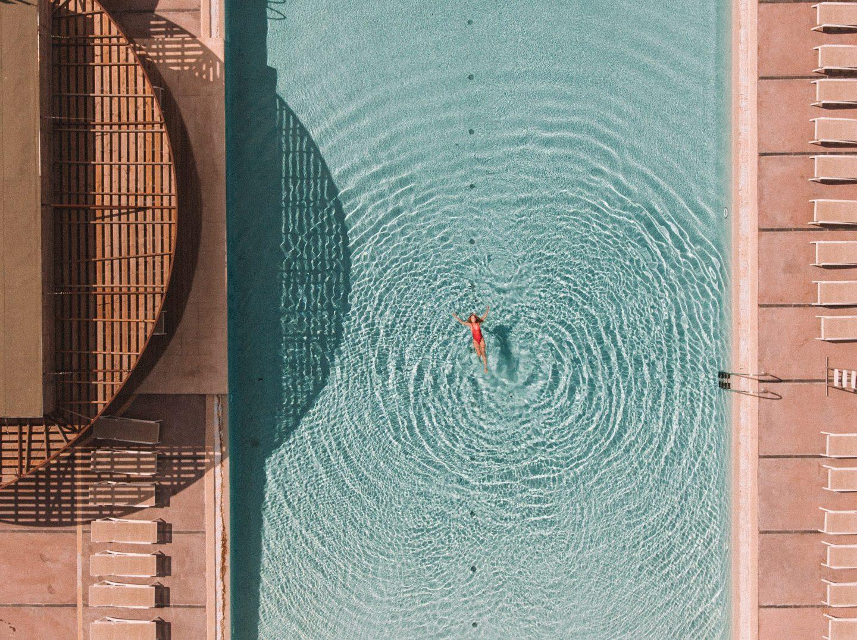 drone piscine, le castellas
