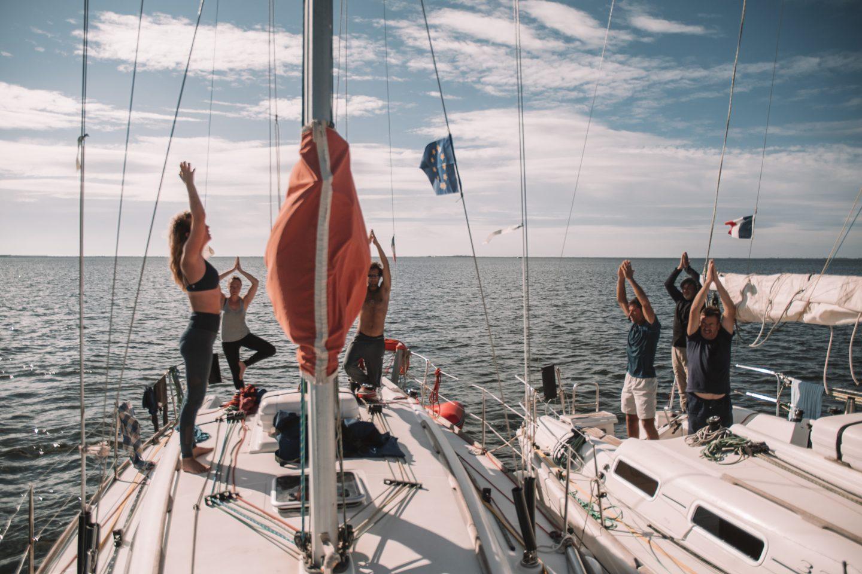 faire un cours de yoga sur un bateau
