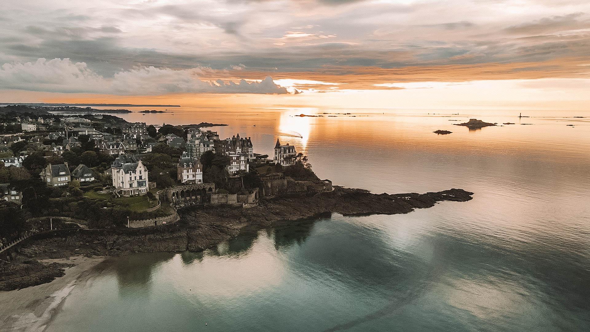 Coucher de soleil sur Dinard en drone