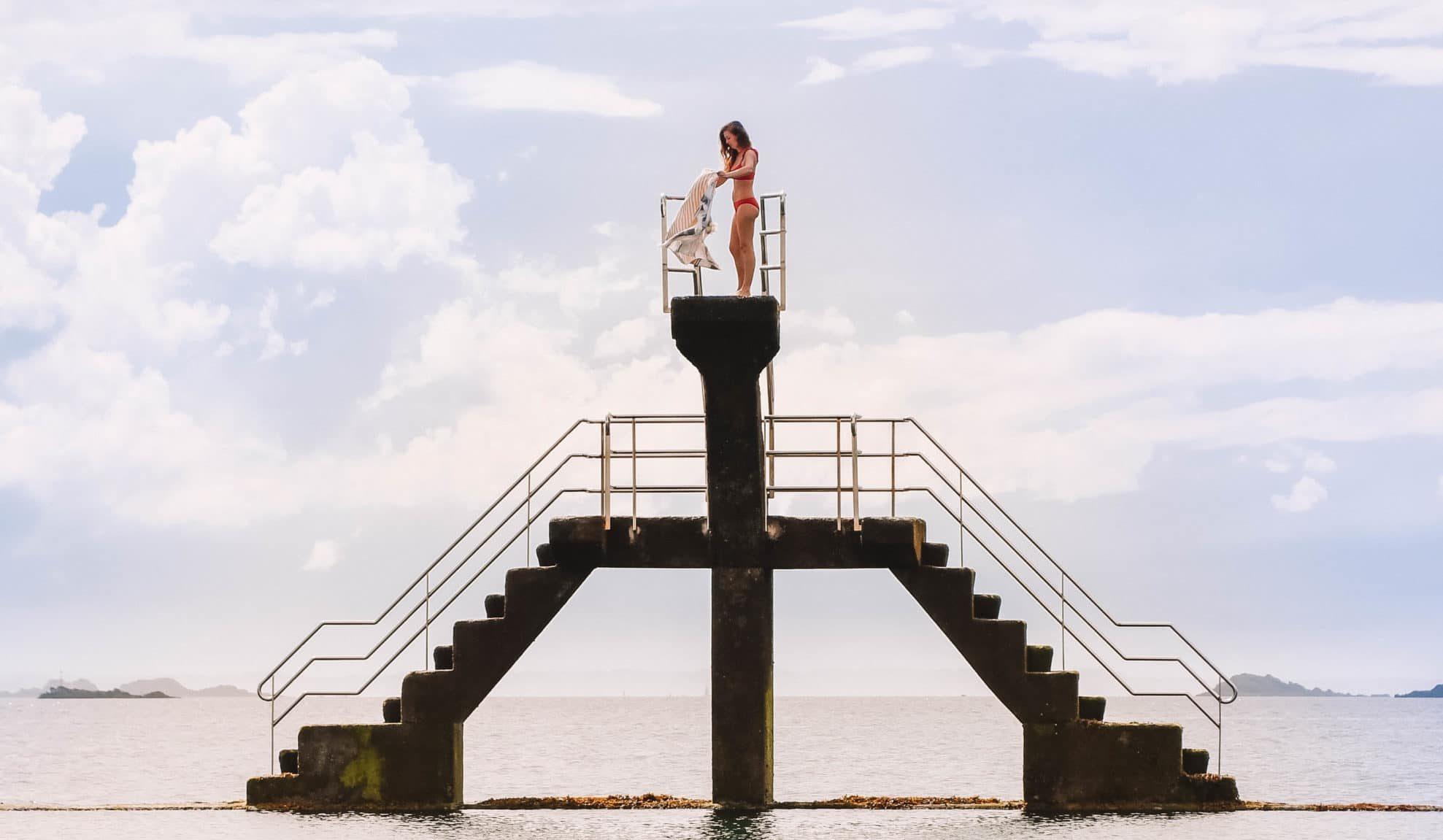 Perrine est sur le plongeoir à Saint Malo