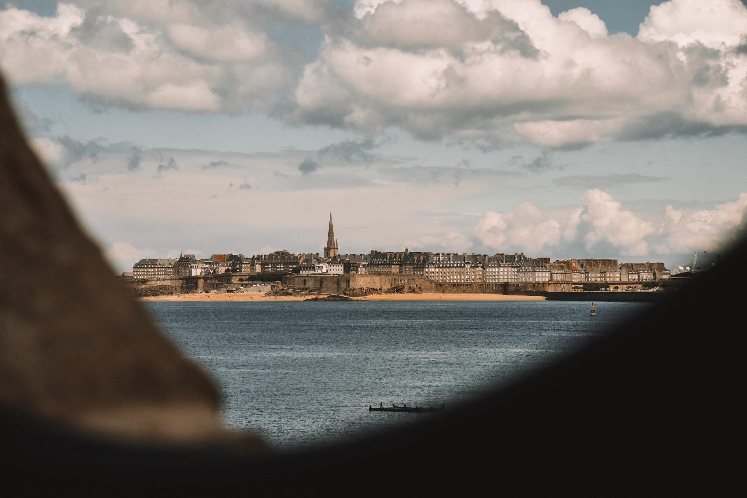 Vue sur Saint-Malo depuis Dinard