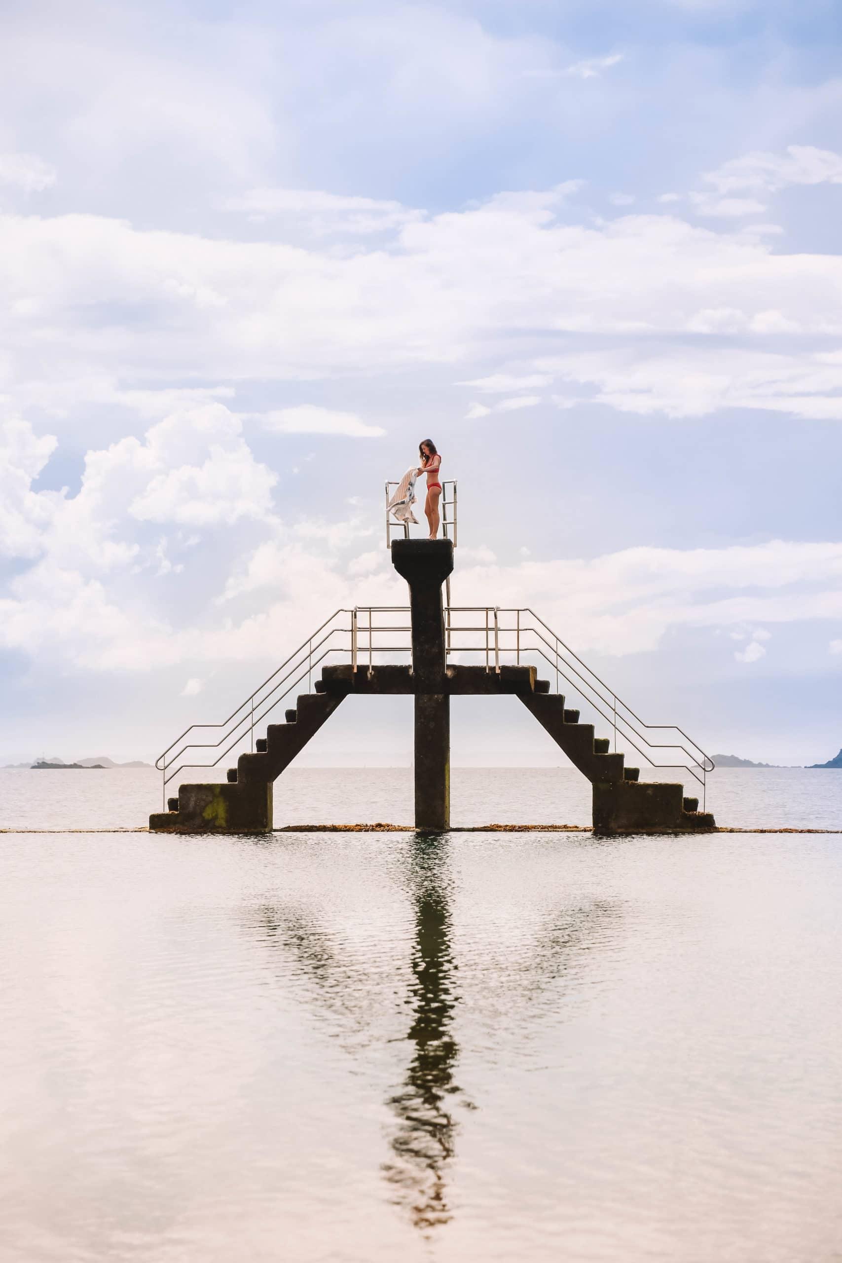Perrine est sur le plongeoir de Saint Malo